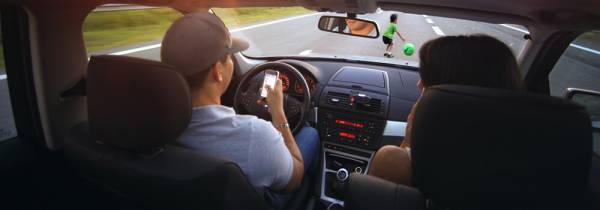 The Sociological Problem of Deaths Related to Texting while Driving - Post banner