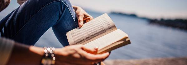 6 Ways Reading Makes You a Better Writer - Post banner