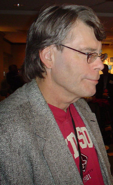 Stephen King visits bookstore at Harvard University - 2005